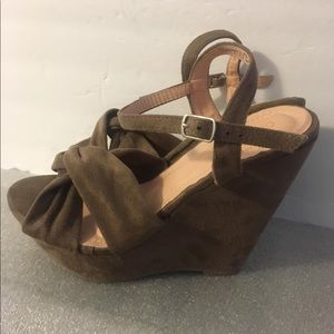Chase + Chloe Open toe Wedge sandals Sz 8.5M